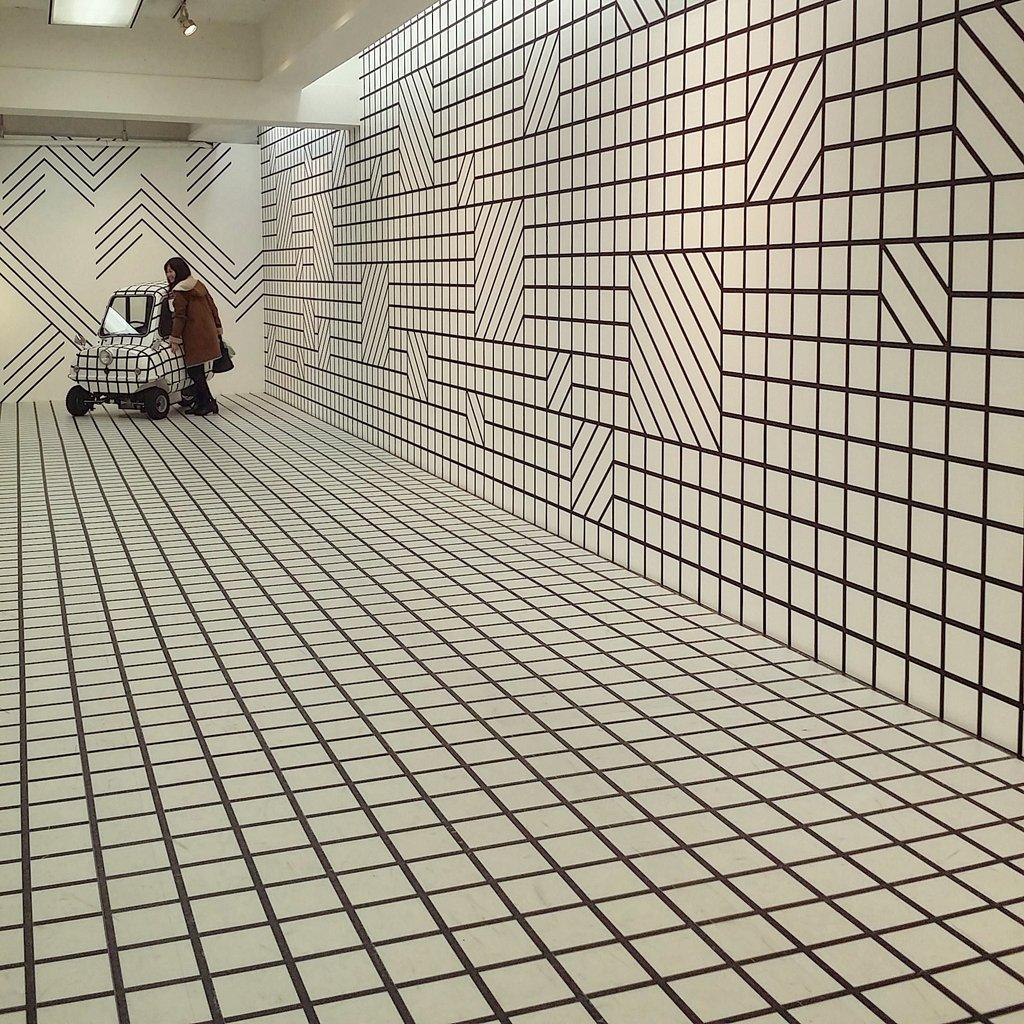 マスキングテープ展、壁の模様が全部マスキングテープという点で狂気を感じた pic.twitter.com/8O8h9PWUeI