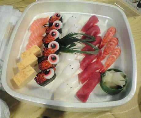 懇親会でふるまわれたご馳走には水木さんのキャラが。お寿司には目玉のオヤジ、一旦木綿が。 https://t.co/JEHqLQ7QxY