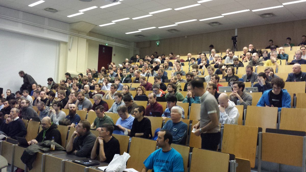 Amazing to see the SDN and NFV DevRoom close to full capacity in its first year! #FOSDEM https://t.co/AFf8kPpEVu