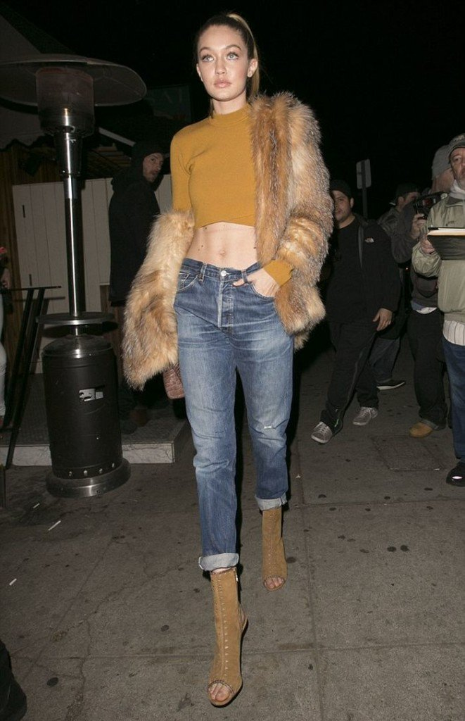 Gigi Hadid in RE/DONE Levi's Jeans - https://t.co/FJXHmGpbx8 @gigihadid @shopredone #boyfriendJeans https://t.co/5VSwj2izMG