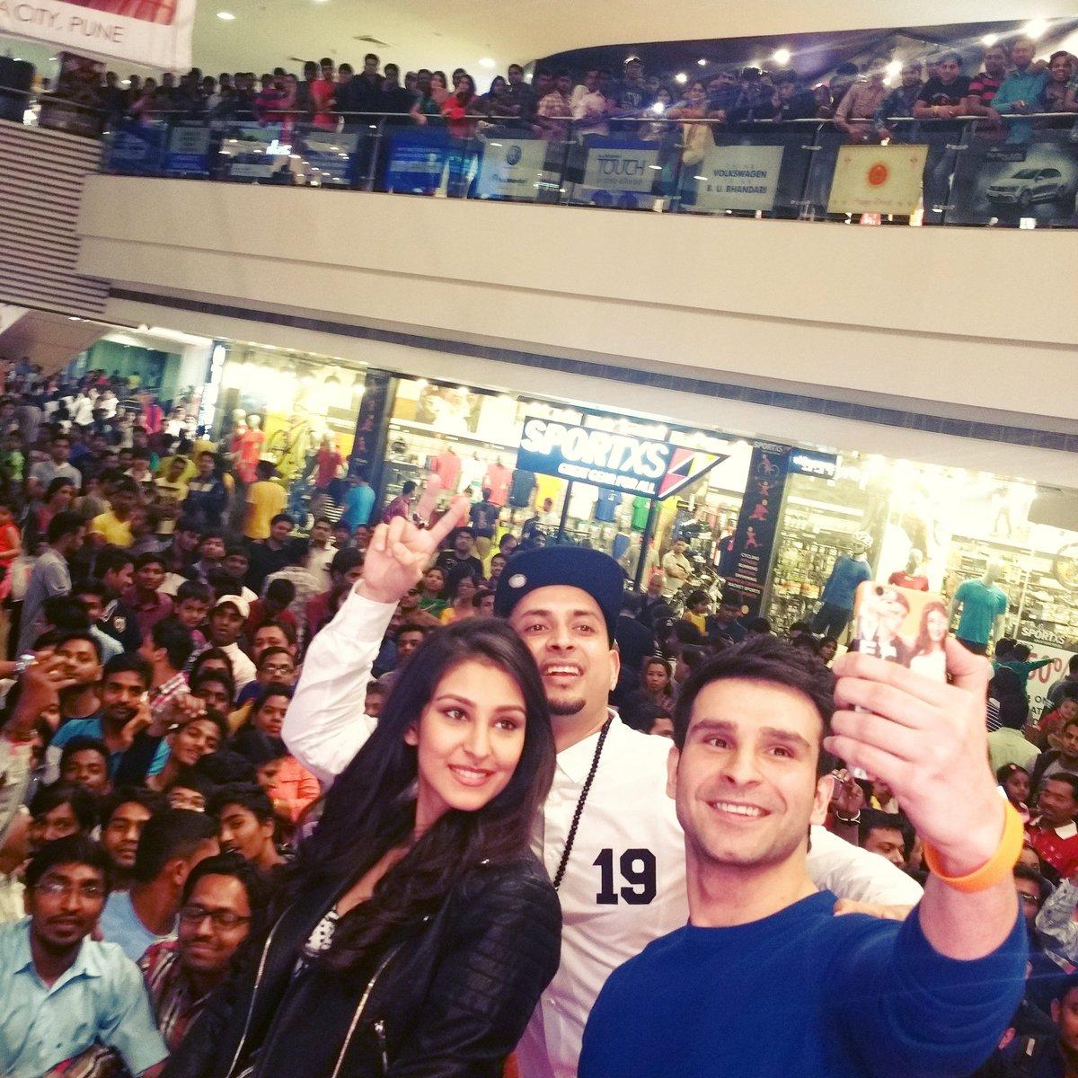#Loveshhuda Promotions w @GirishKumarT & @nkdhillon13  continues. Dope energy! Thank you for the LOVE Pune! #Feb19 https://t.co/1QgjEFth8b