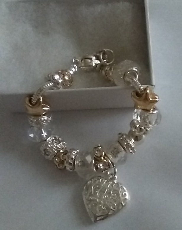 RT @KermackKerry:Comp #Win a Charm Bracelet MUST RT+F to enter,Ends 29/2 #Valentines #competition #KermackComp <br>http://pic.twitter.com/kYyubHvCbc #mfdx