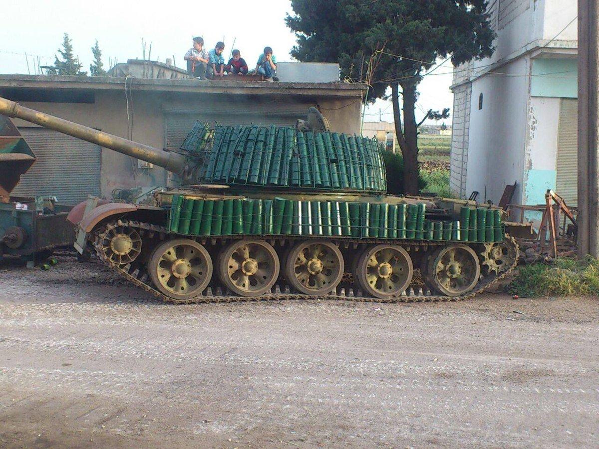 الدبابه T-62 السوريه ودورها في الحرب القائمه هناك  CaEkKJxWAAABhZl