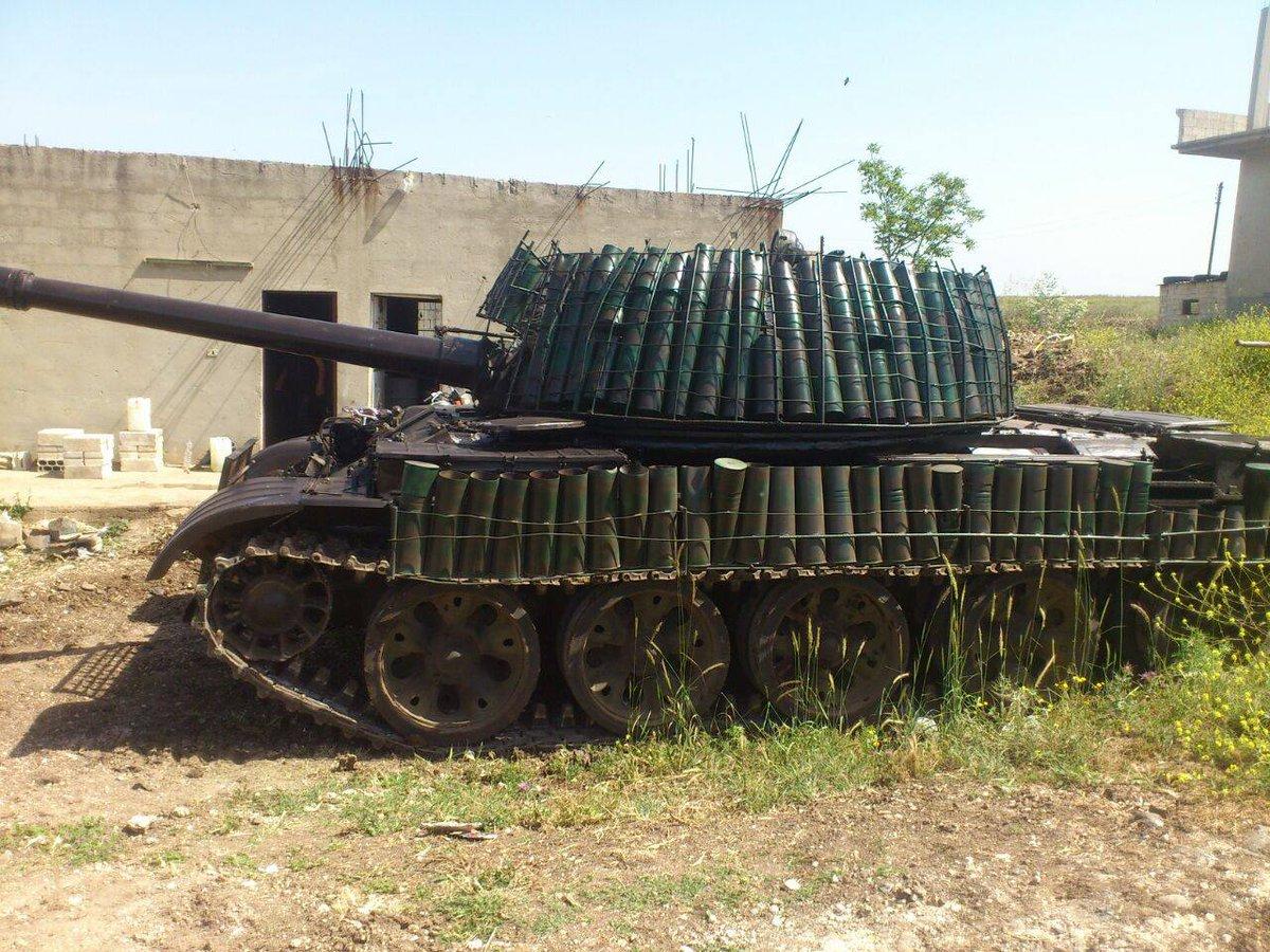 الدبابه T-62 السوريه ودورها في الحرب القائمه هناك  CaEkKNYWwAEZvAN