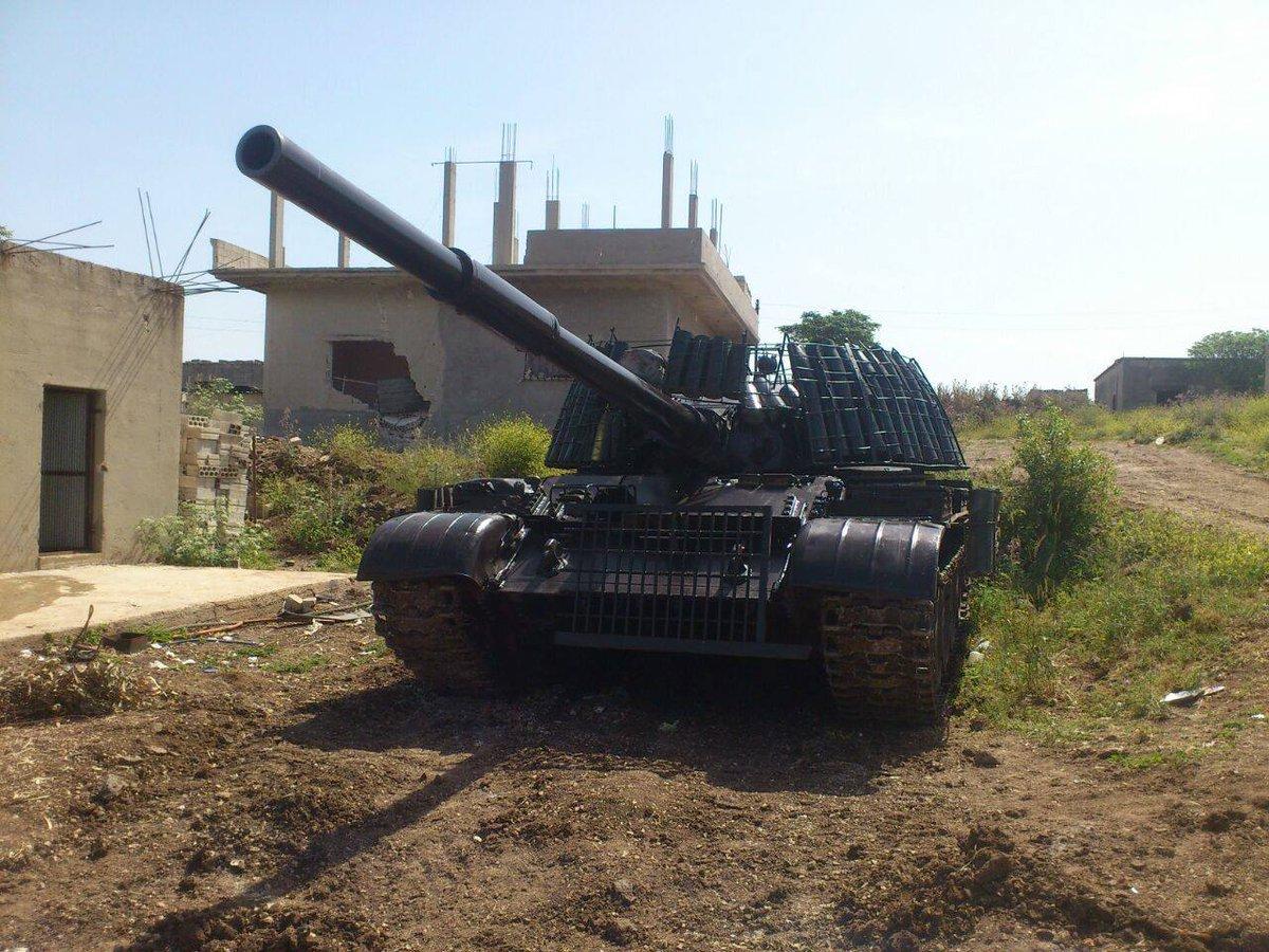 الدبابه T-62 السوريه ودورها في الحرب القائمه هناك  CaEkKZkWwAAmOc3