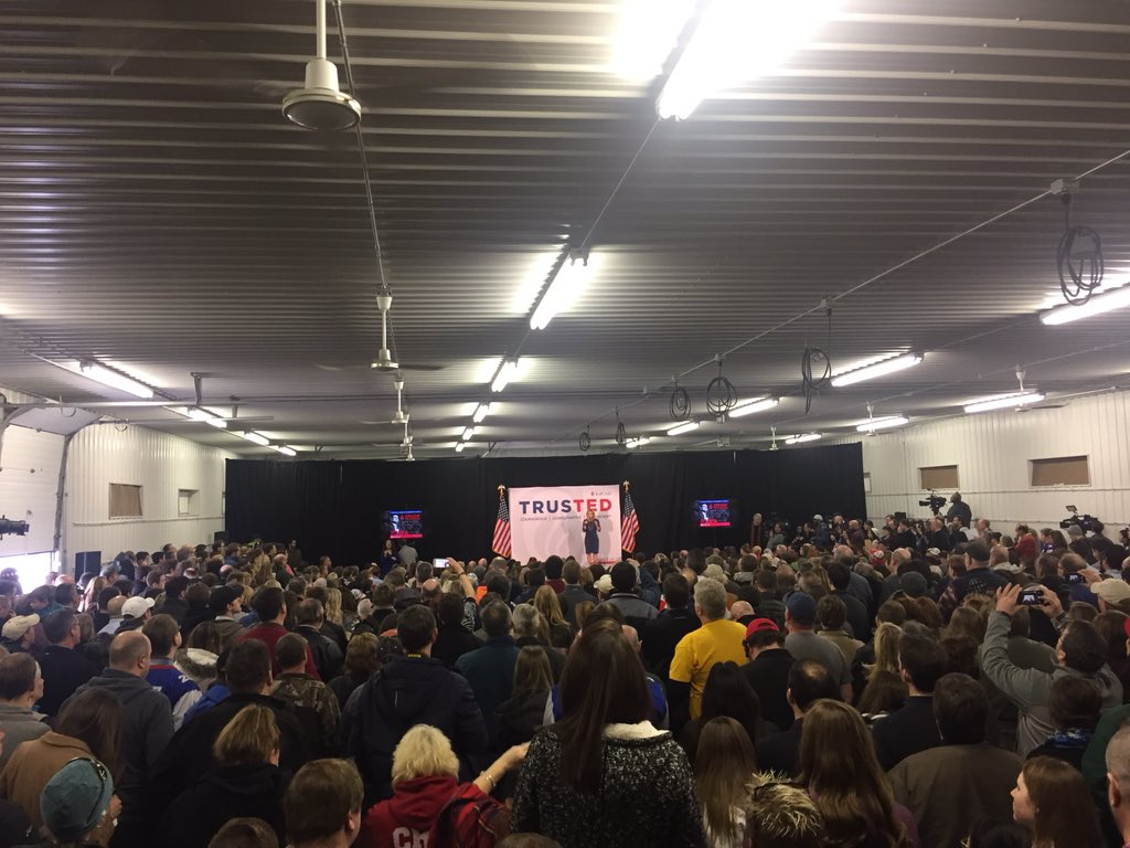 .@tedcruz wife speaks to packed building at the Johnson co fairgrounds #news3 https://t.co/v9iU1WFg2o