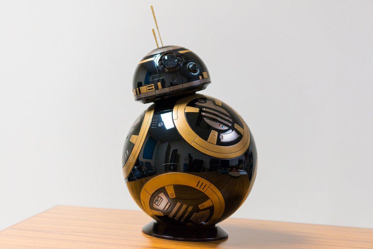 今朝は、輪島塗り職人の加波基樹さん。映画「スターウォーズ・フォースの覚醒」に登場するキャラクターで、雪だるまのようなボディ、上下の球体が回転して動くロボット「BB-8」がいます。そのBB-8を輪島漆塗りで作った職人が加波さんです。 https://t.co/JAwB3ZJTeS