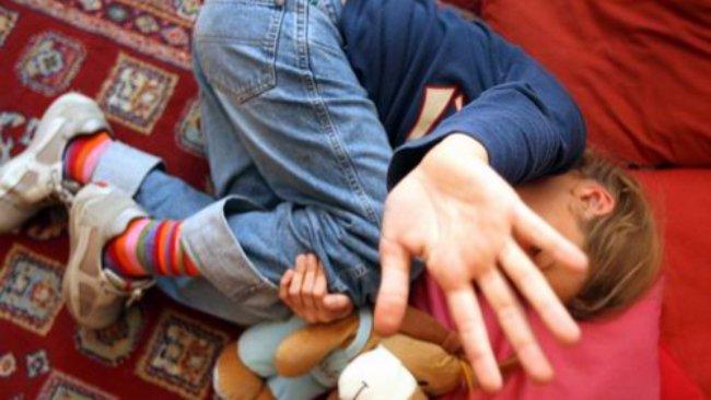 Modena, violenze sui bambini