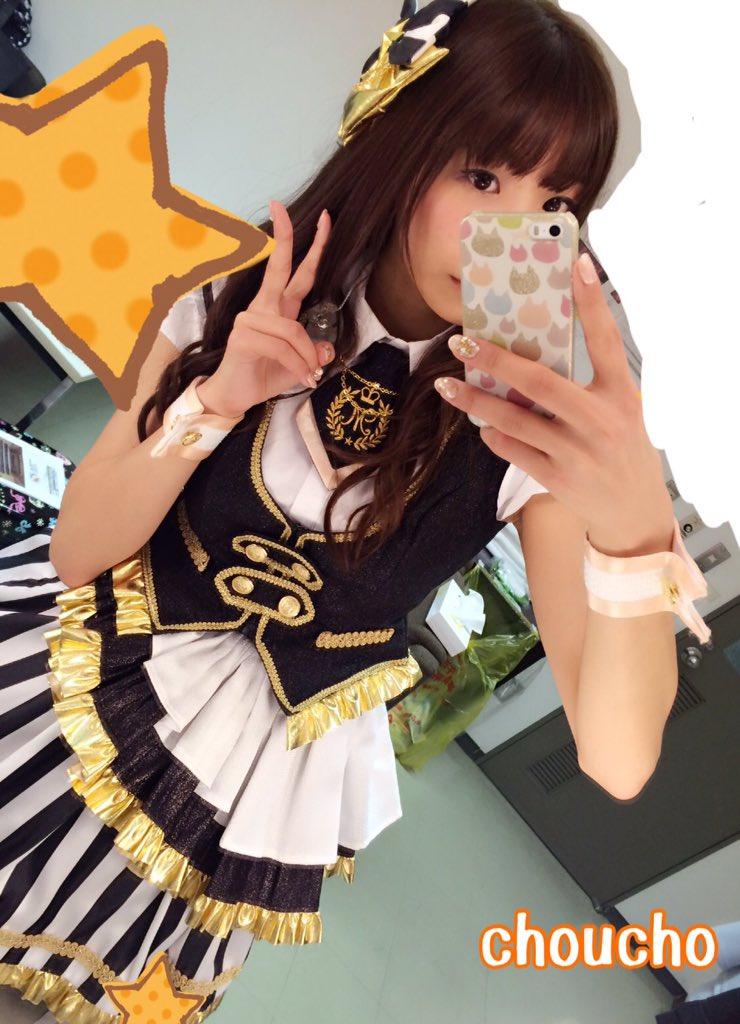 昨日はこんな衣装を着せて頂いたんですよ〜〜!!!(´;ω;`)嬉しい〜!パンフの美也ちゃんと同じように髪と髪飾りをセットしてもらいました(*´ω`*)この写真は鏡越しなので反転してますが…! pic.twitter.com/pugnJvtqct