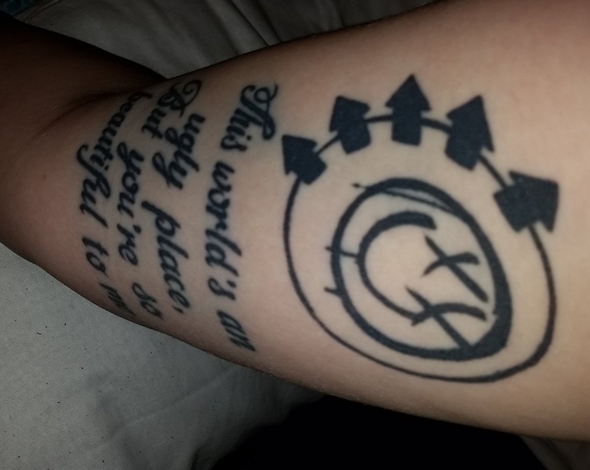 @blink182 rubbish photo,  but you get the  gist https://t.co/OImitzEBzG