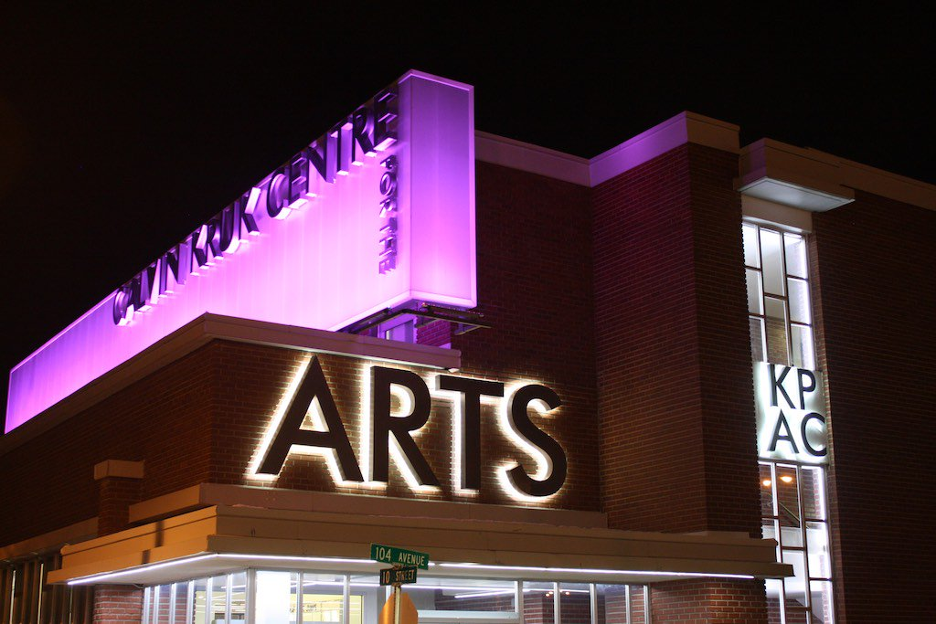 Amazing photo by Mark Hanen of The Calvin Kruk Centre for the Arts in @citydawsoncreek! #Purple4PEDAW #EDAW2016 https://t.co/btbdylboUR