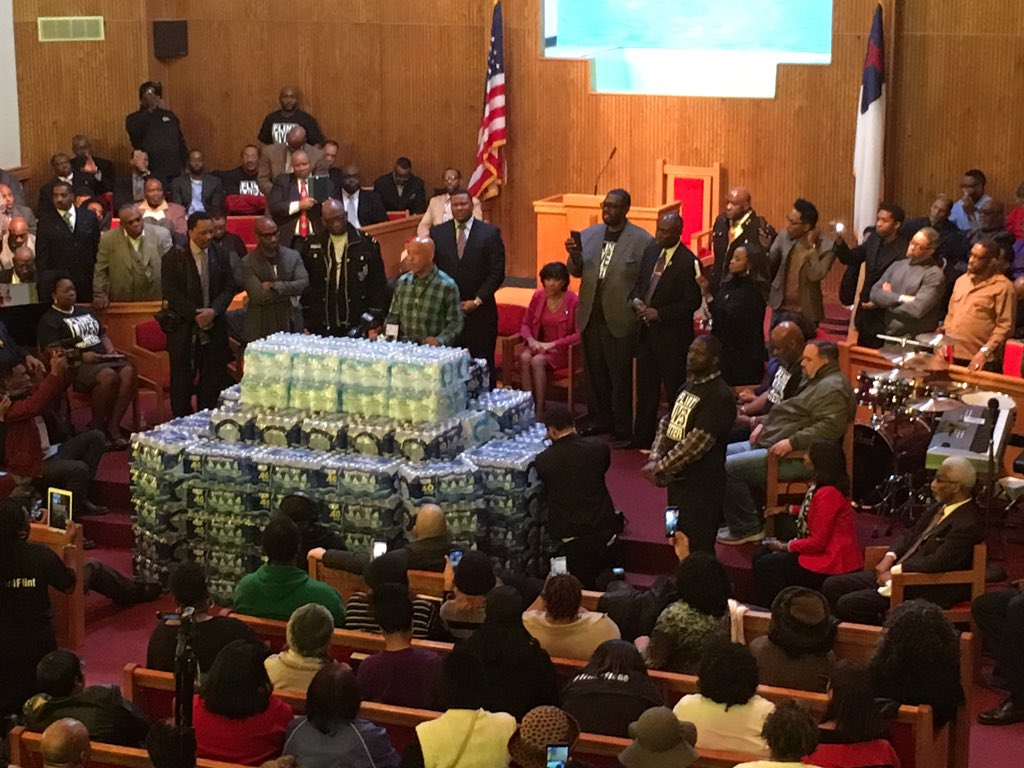 RT @VideoManJamal: Water rally at First Trinity in Flint with @UncleRUSH @jamalhbryant @attorneycrump @rodneyellison @karenaboutflint https…