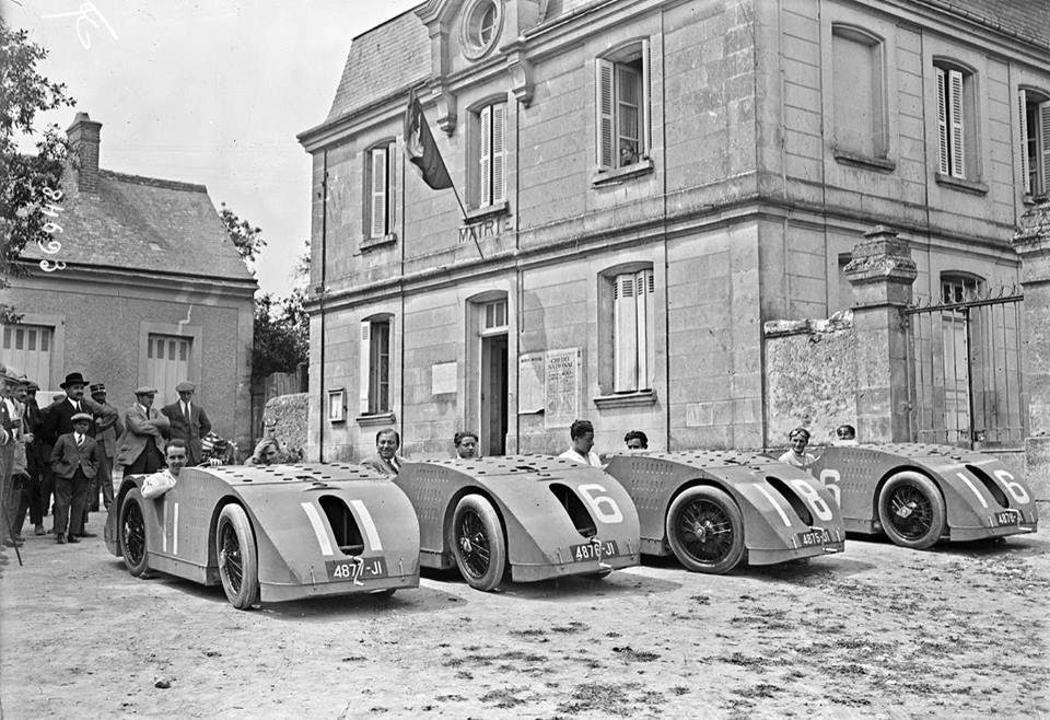 """1923 French GP, the Bugatti Team with their Type B32's or """"tanks"""" 760lbs,  a 2.0L 8-cyl. in line engine, 95bhp https://t.co/g70I3fzrg9"""