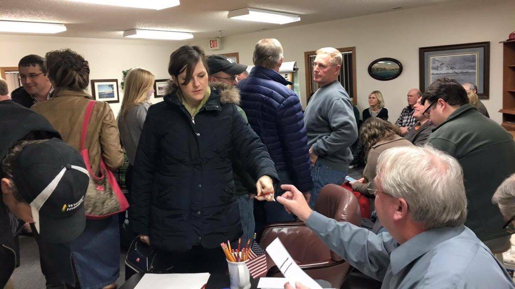 Republican Iowa caucus goers wait in long lines in NW precincts @CBSNLive @CBSPolitics https://t.co/IPncMJBApt