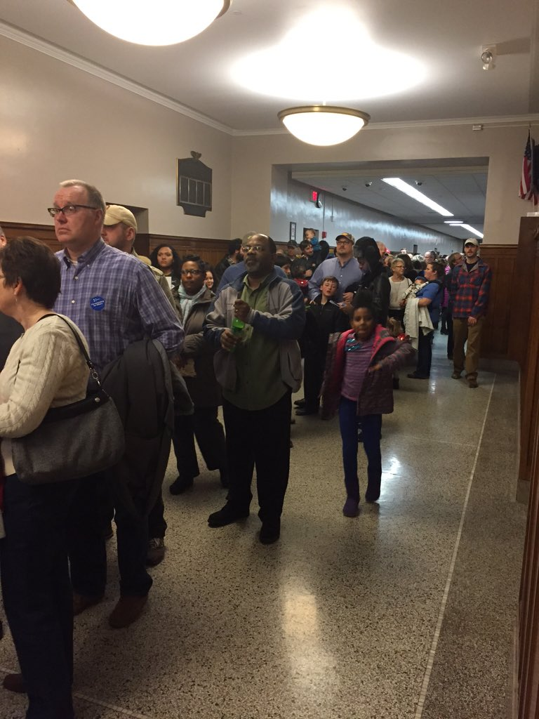 Caucus start time has come and gone and still long lines in hall at Roosevelt High School in Des Moines #IowaCaucus https://t.co/m6SPvJzh6z