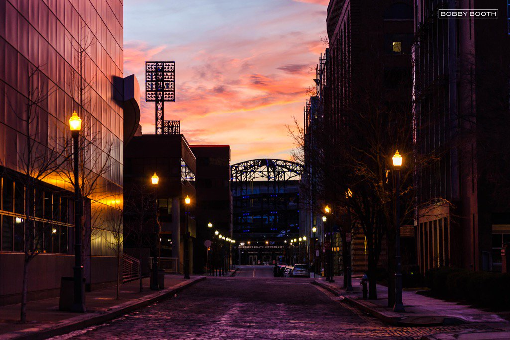 PNC parks creates a silhouette with a perfect sunset over #Pittsburgh @Pirates @WTAE @WeatherNation @WPXI https://t.co/un0VUSGRDU