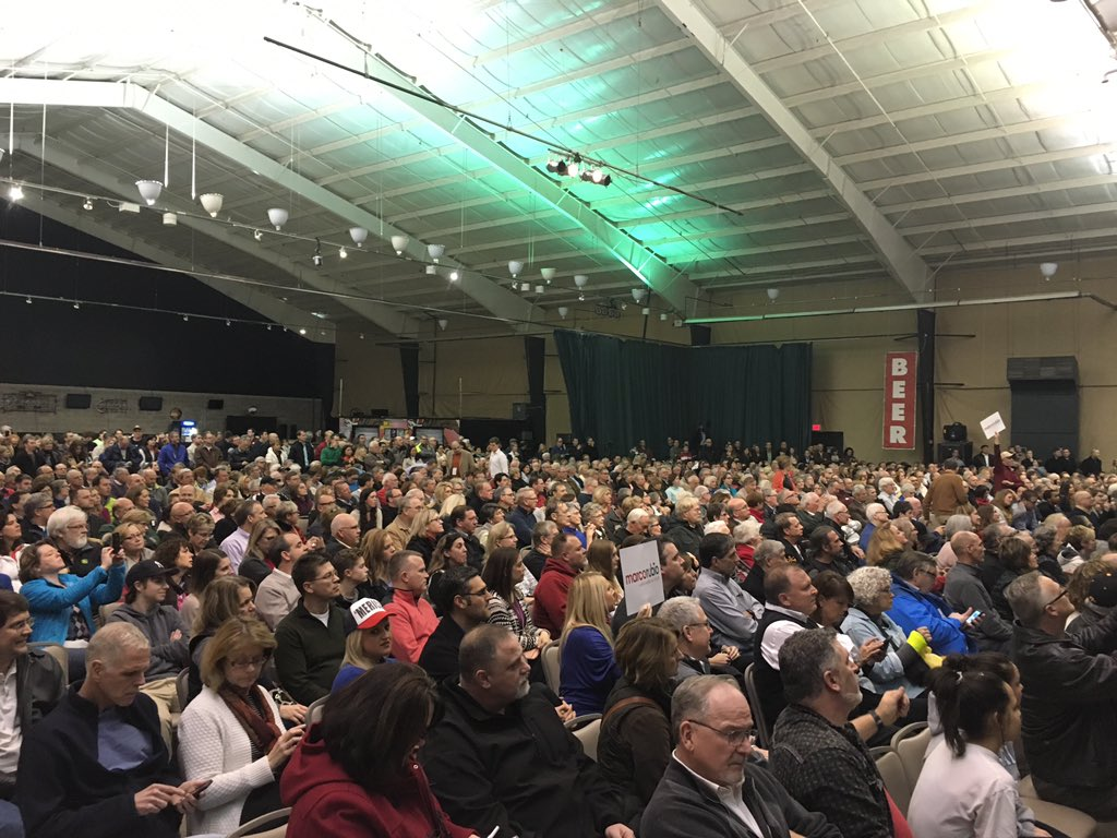 The crowd at a caucus in Clive as @marcorubio takes the stage: https://t.co/n2KmSUG3XW