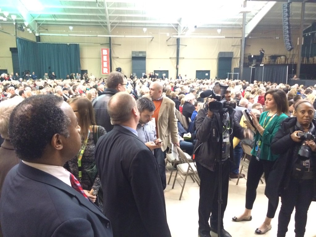 3rd caucus site stop for @RealBenCarson. Huge crowd here in Clive gives standing ovation at Seven Flags #iaCaucus https://t.co/3CuEr0OpAr
