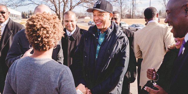 RT @RushCard: Powerful day in #Flint w/ @unclerush, @MichaelSkolnik + the volunteers donating @AQUAhydrate water to the community. https://…