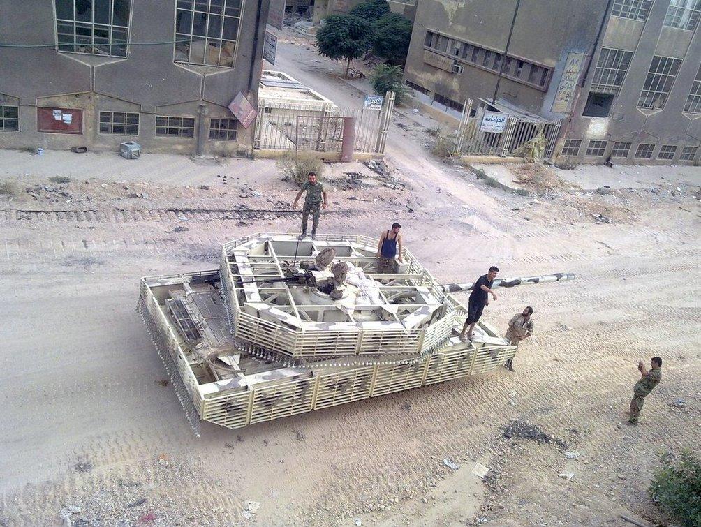 الوحش الفولاذي لدى قوات الجيش السوري .......الدبابه T-72  - صفحة 2 CaNdin1WcAAypdX