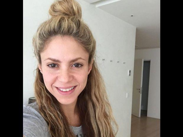 Shakira Dating läsernd Navsari Mädchen datieren