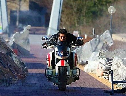 それにしても本当にカッコイイな藤岡さん。本郷がバイクを駆る姿を見るだけでも劇場へ行く価値があるなあ。 https://t.co/WCeiGyZJYa