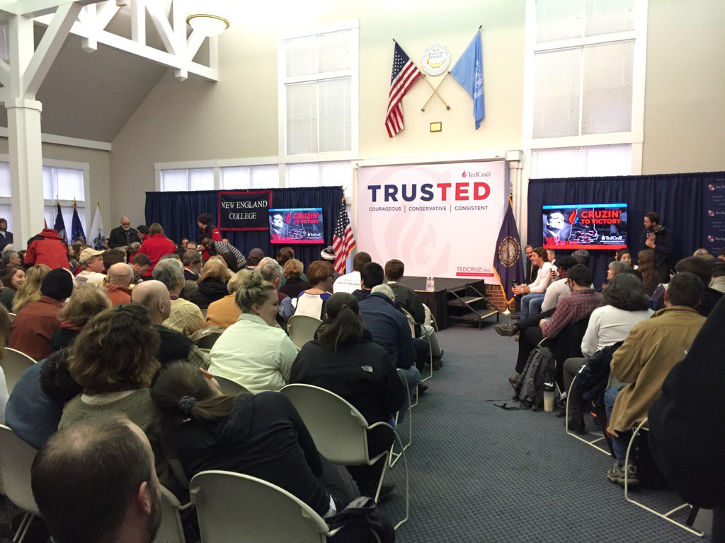 Overflow crowd waiting for @tedcruz in Henniker NH. https://t.co/SVmMoM4eIf