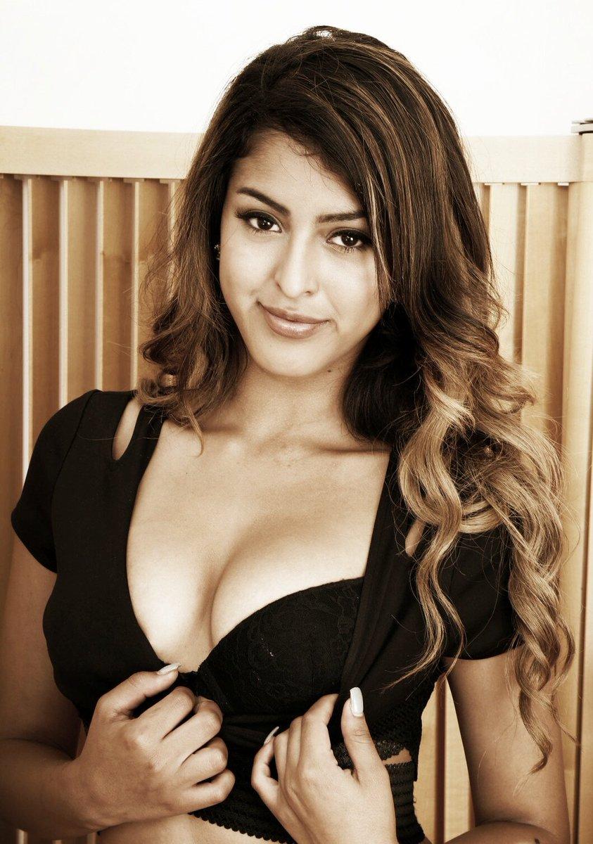 Sophia Leone Nude Photos 79