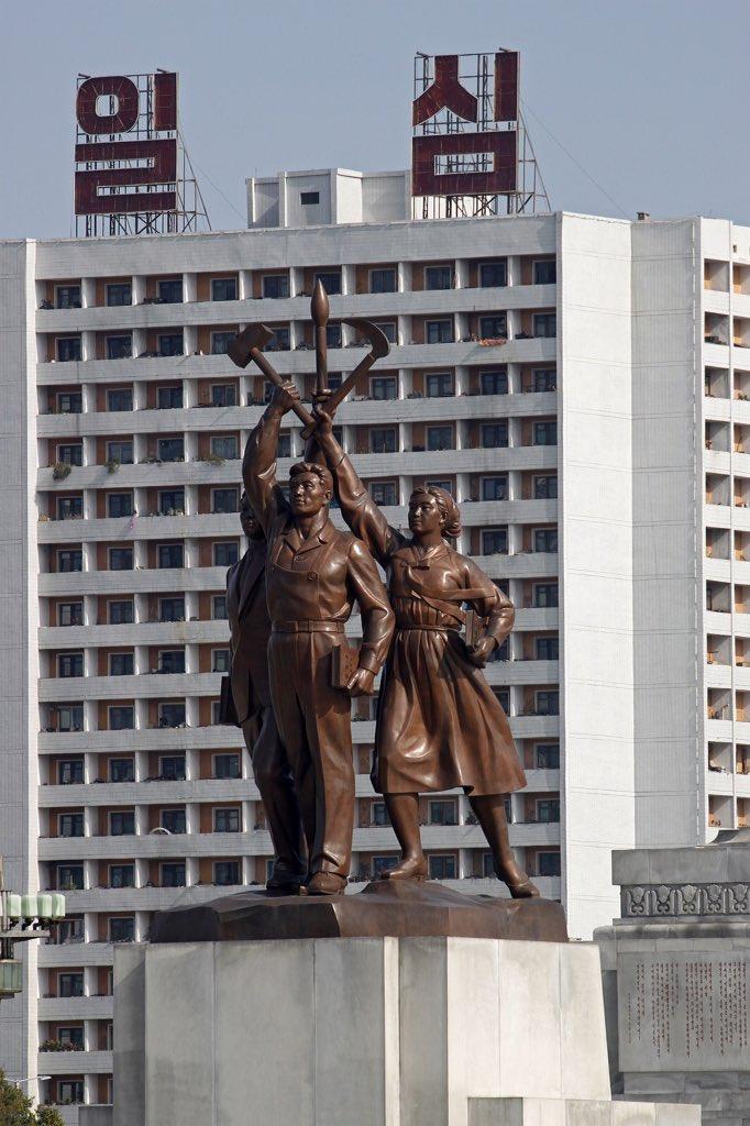 الحياة في كوريا الشماليه ..........متجدد  CaUfb0fW0AAR4BC