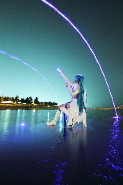 「光る氷」とか「アイスキューブ」という名前の四角いLED。防水なので夜の海に投げても見つけやすいし大きさ的にも投げやすい。たまに光らないのもあるので大量にある方がいいかも。 #カメコのオススメ商品プレゼン大会 https://t.co/XYuFNj0a8W