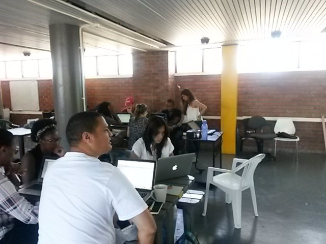 @Dqlepiz teaching a session on cleaning data with Google refine @code4sajourn @code4sa #ddj https://t.co/kX3xQMYjqV