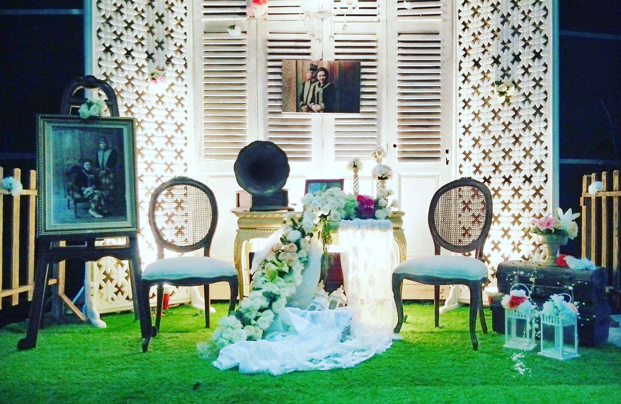 tiara dekorasi abadi on twitter vintage photo booth design decoration weddingdecoration. Black Bedroom Furniture Sets. Home Design Ideas