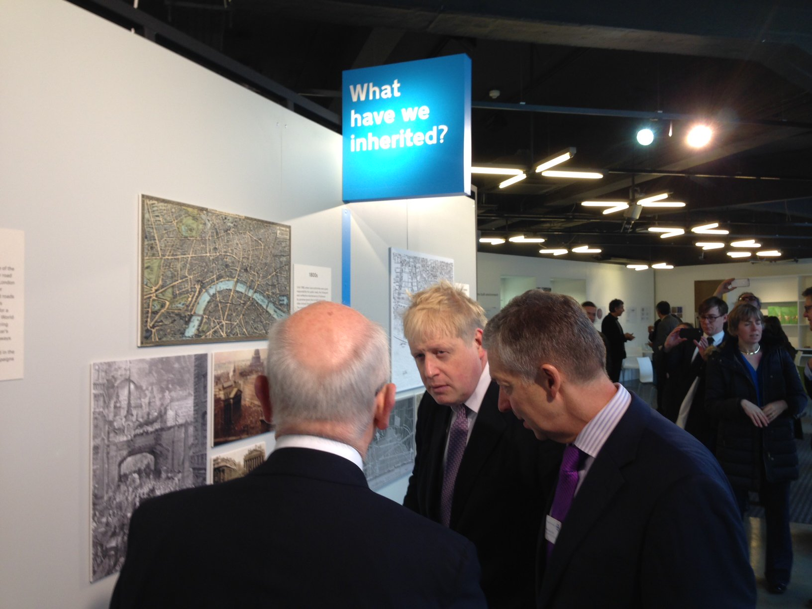 Good to visit @nlalondon this morning and see the Future Streets exhibition - we need long-term solutions for roads https://t.co/VBX6tiafX2