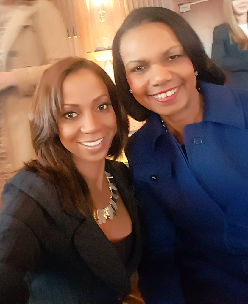 At @nfl Women's Summit with @CondoleezzaRice   She knows her football! #SB50 #inthehuddle https://t.co/xypM51SKjU