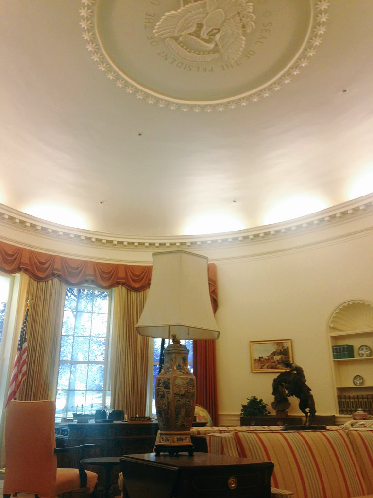 Visiting J. Carter museum in #fulbrightatlanta2016 Never noticed that there was the seal in the Oval Office https://t.co/1IOa7gd1XF