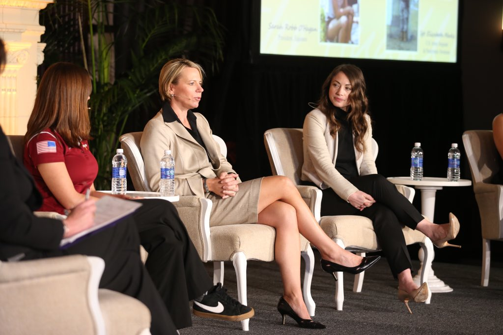 """""""We as women need to help lift each other up and cheer each other on."""" -@ANNIKA59 #InTheHuddle https://t.co/KCCVu6LvPa"""