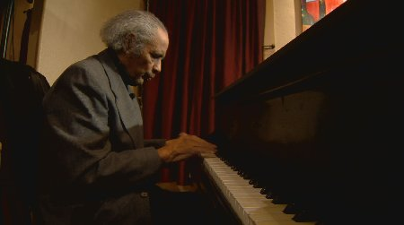 He knows 1000s of songs by heart but has trouble remembering to show up to play. A remarkable story. 9NEWS at 9/10