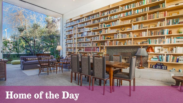 Home of the Day: Walls of books and glass in Venice