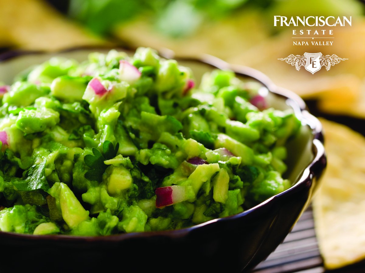 A big game staple: guacamole - especially when paired with our Napa Valley Chardonnay. https://t.co/QVwhxBK0xl https://t.co/XtBFZq1v1f
