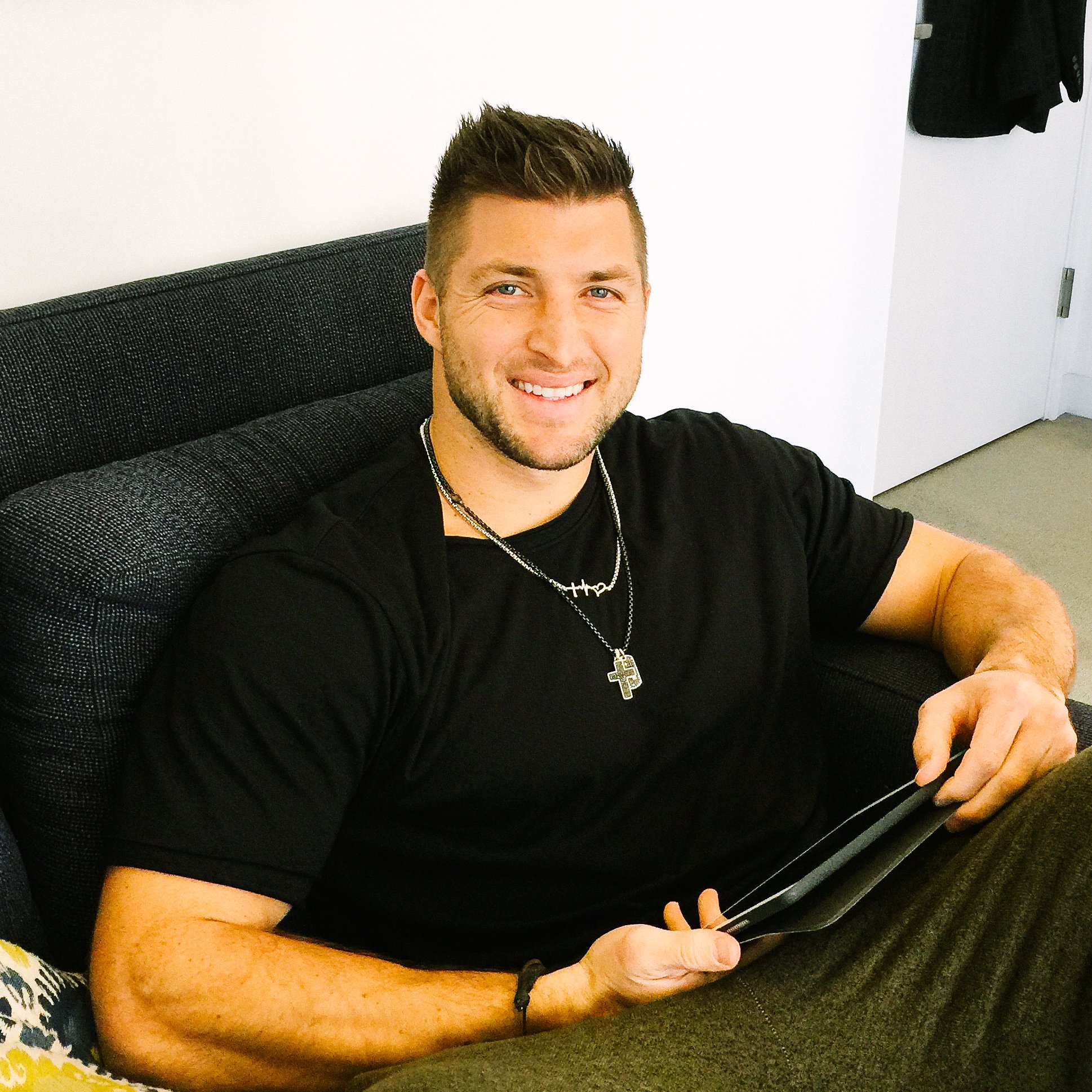 RT @TimTebow: Let's do this... Live chat with me now! I'm teaming w/ @Avosfrommexico & answering YOUR questions. Use #AvosInSpace https://t…