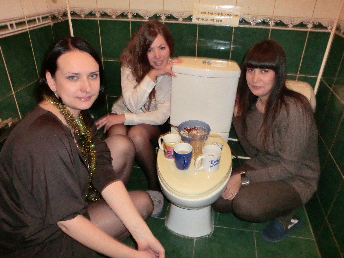 Смотреть пьяную азиатку ебут в туалете, Ебет пьяную азиатку в туалете смотреть онлайн на 22 фотография