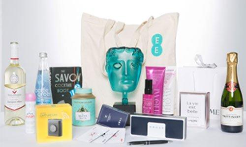 It's #FreebieFriday! RT & Follow us to #WIN a luxury @EE BAFTA goody bag worth £500! #EERISINGSTAR #EEBAFTAs