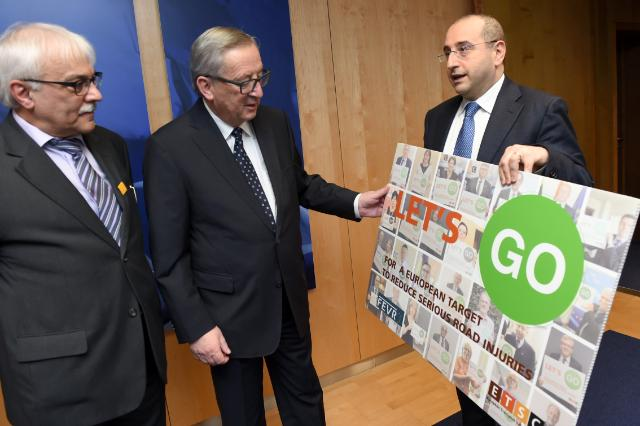 NEWs PHOTO: @JunckerEU received the #LetsGo campaign from @MERSCHJ & Antonio Avenoso  More: https://t.co/E1yDt75uHE https://t.co/KYlIywUNdS
