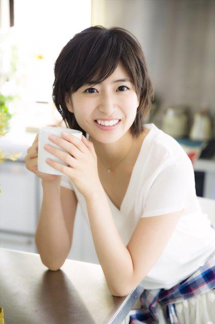 マグカップを持った南沢奈央