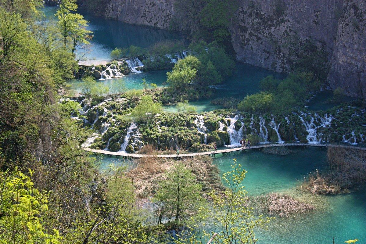 Rätsel am Freitag: Welchen See in Europa mit besonders schönen Wasserfällen und sehr reinem Wasser suchen wir hier? https://t.co/rV9MzRxtIQ