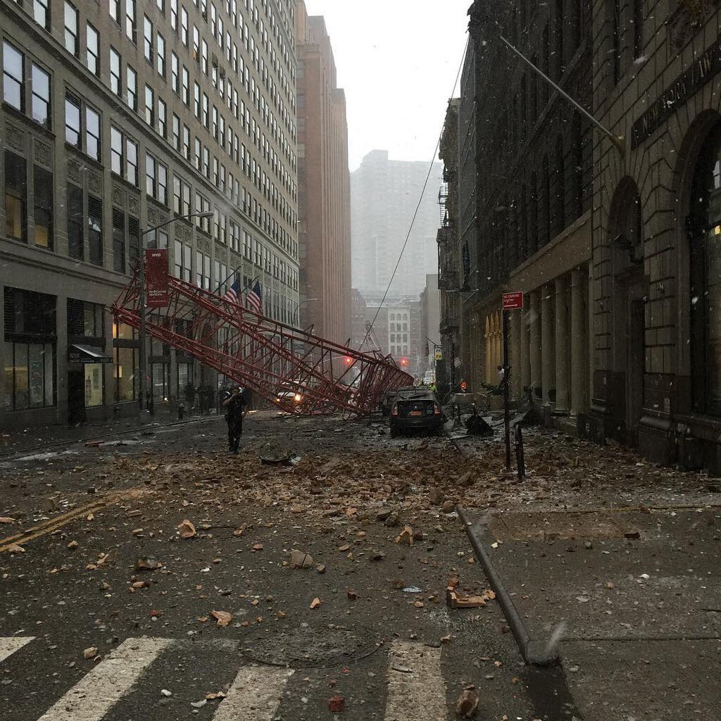 NY Crane Collapse: Several buildings damaged with debris everywhere https://t.co/R0dFDe9sjX