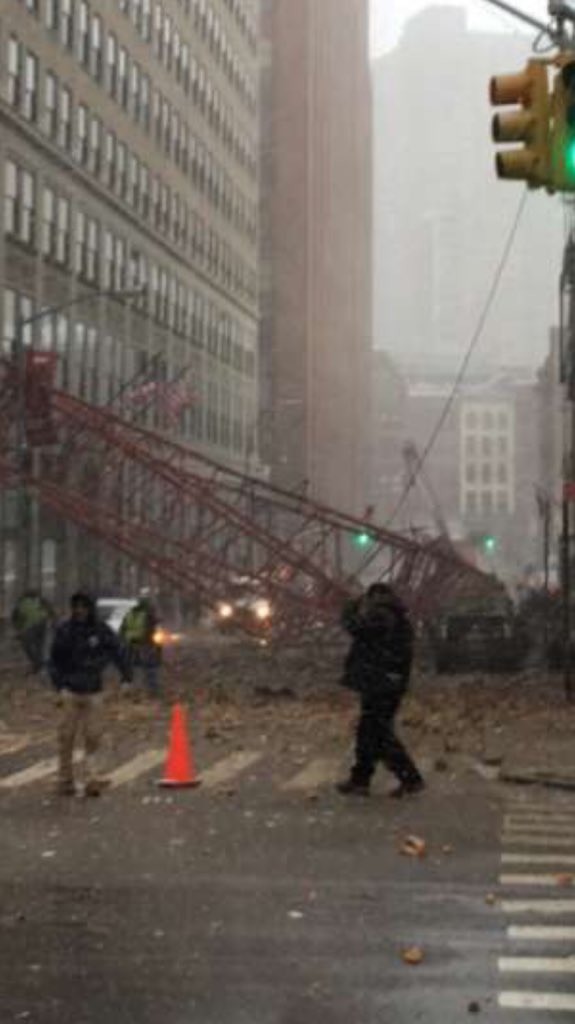 Just watched this crane collapse all over worth st https://t.co/4rwUg8oCNL