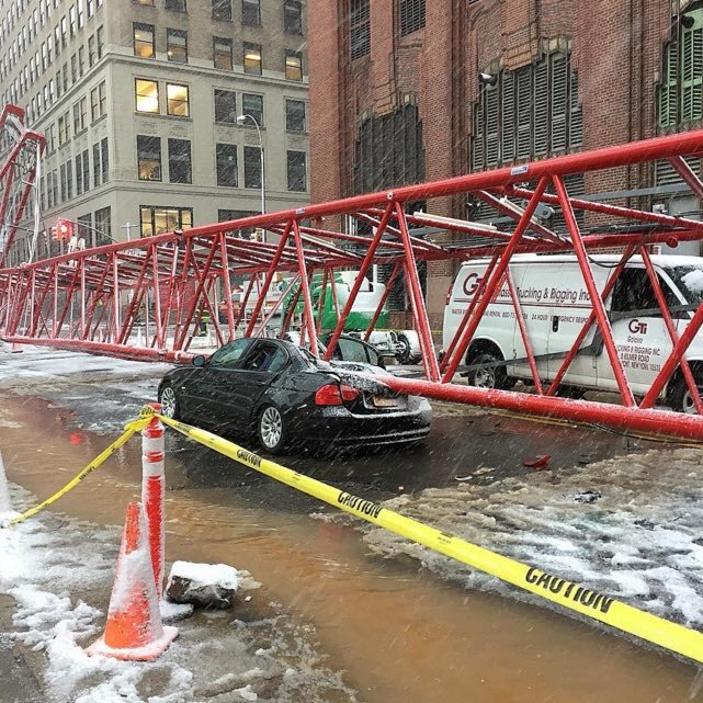 #BreakingNews WATCH LIVE NOW: Crane collapse in lower Manhattan. https://t.co/bSvTIt1oSC photo credit:IG @rhdjonwrd https://t.co/j1xQVhmYQN