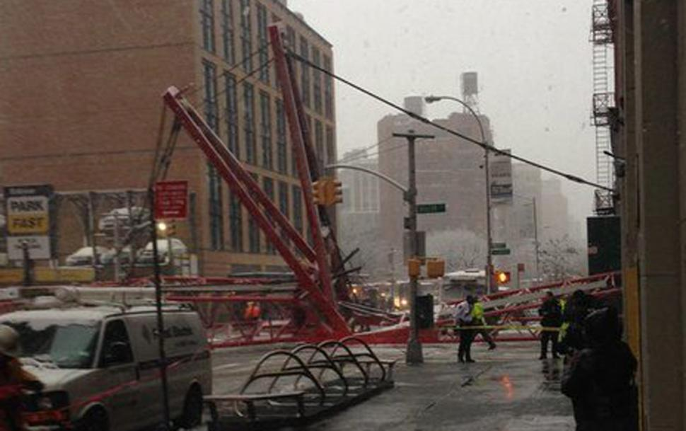 UPDATE: 1 person confirmed dead at the scene of the Tribeca crane collapse https://t.co/lFnHwrixXd https://t.co/XBcQH10ZmV
