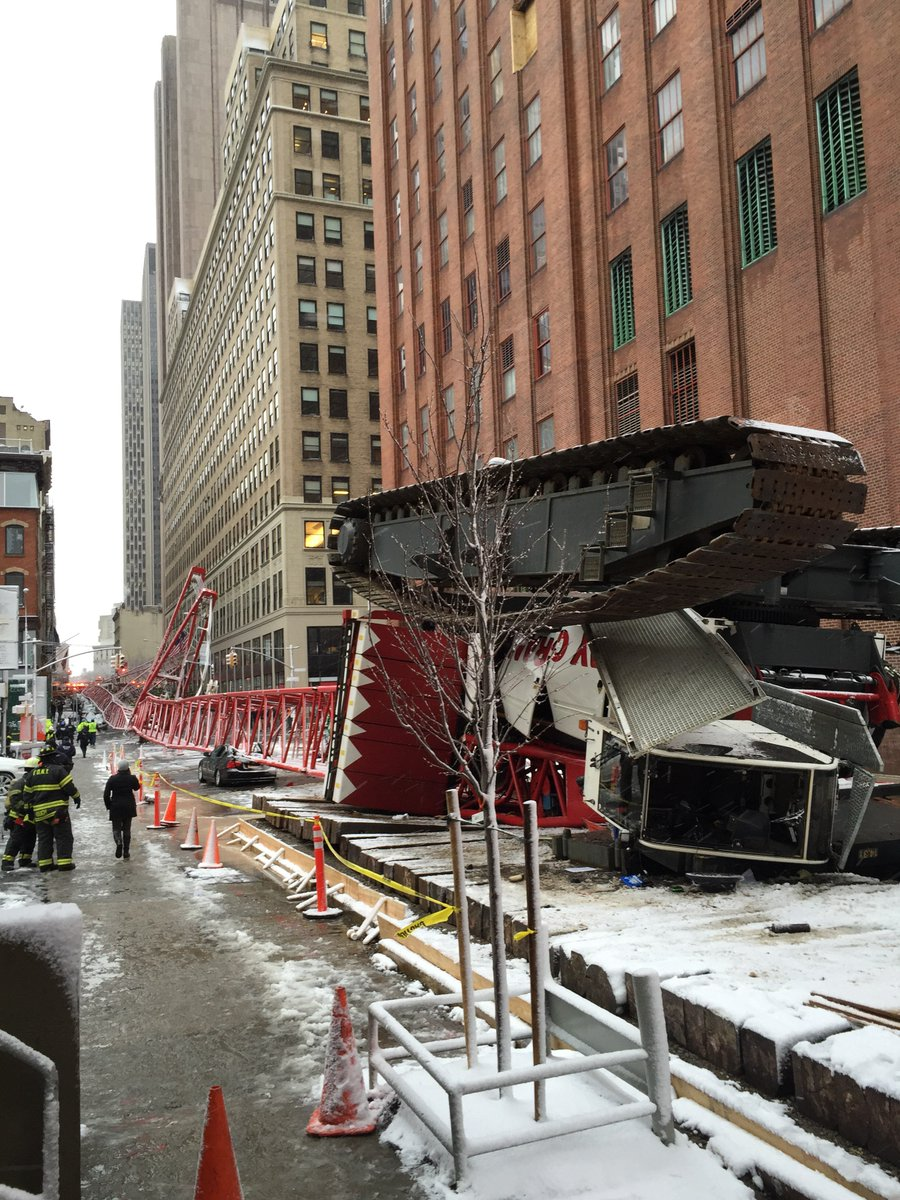 #FDNY operating on scene of crane collapse at 40 Worth St & W Bdwy in Manhattan. 1 fatality confirmed, 2 serious https://t.co/6aUjhB7J4o
